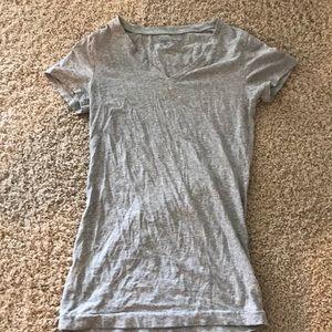 Gap V-line T-shirt
